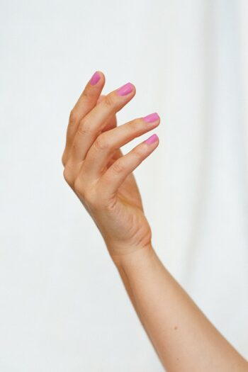 Light Orchid pink nail polish hand swatch on fair skin tone by sienna